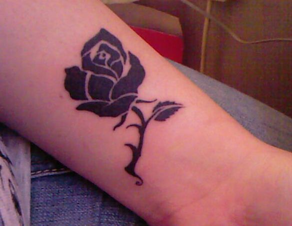 14 Awesome Black Rose Tattoos Worth Seeing