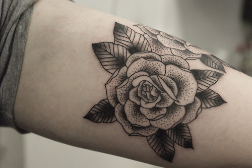 14 Awesome Black Rose Tattoos Worth Seeing