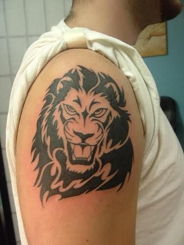 lion tattoo on shoulder