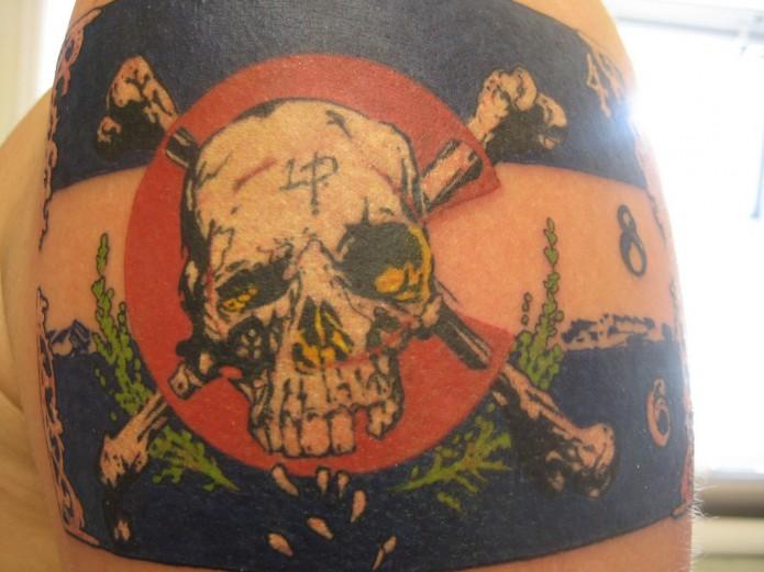 skull tattoo on shoulder