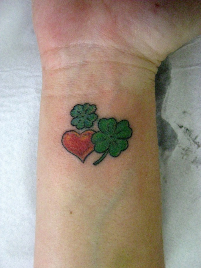 24 beautiful heart tattoos check them out for Tattoos of hearts