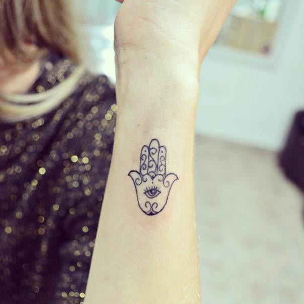 e6c25313e Hamsa Hand Tattoo Designs, Ideas and Meanings – All you need to know ...